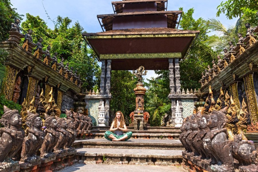 bizarre tourist attractions - temple in Thaialnd